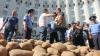 Украинский депутат привез к зданию правительства полтонны картофеля