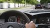 Что говорит о водителе манера держать руль