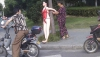 В Китае резиновую женщину использовали в качестве дорожного знака