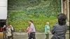 """""""Живая"""" картина Ван Гога из растений появилась в Лондоне"""
