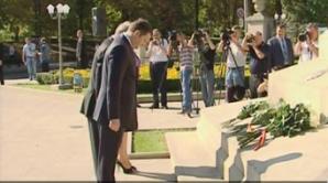 Политики возложили цветы к памятнику Штефану чел Маре
