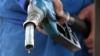 Цены на топливо становятся неподъемными, уверены жители страны