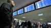 Пассажиры в ожидании вылетов в аэропорту Кишинева покупают еду и напитки за свой счет