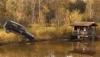Финские парни совершили прыжок в пруд на Volkswagen Golf (ВИДЕО)