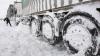 На севере страны более 900 человек работают для спасения застрявших в снегу