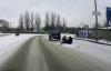 Украинские экстремалы зацепили ковер за автомобиль и катались на нем