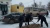 Ямы на дорогах Бельц заделывают и в снежную погоду (ФОТО)