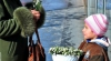 Десятки детей продают подснежники на обочинах национальных дорог