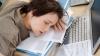 У сонливости на рабочем месте существуют физиологические и психологические причины