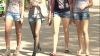 В теплую погоду девушки надевают будоражащие воображение наряды