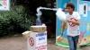 Сочинский продавец во время танца изготавливает сладкую вату (ВИДЕО)