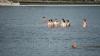 Первомай в фотографиях: Молдаване жарили шашлыки, загорали и купались в озерах
