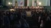 Сотни людей собрались в сквере Кафедрального собора, чтобы послушать классическую музыку