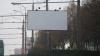 Муниципальные службы начали демонтаж рекламных панно у железнодорожного вокзала