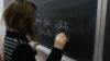 Учительница, обвиняемая в избиении ученицы, отрицает все и говорит, что лишь поругала школьницу