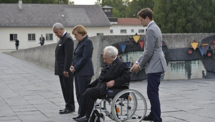 Меркель первой среди глав правительства ФРГ посетила концлагерь Дахау