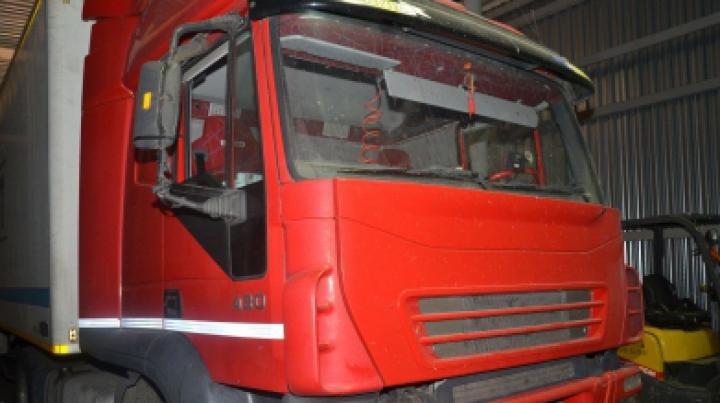 Вместо печенья таможенники обнаружили в грузовике крупную партию контрабандных сигарет (ФОТО)