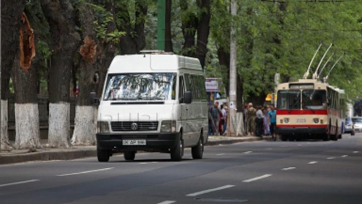 В центре столицы произошло ДТП с участием маршрутного микроавтобуса (ФОТО)