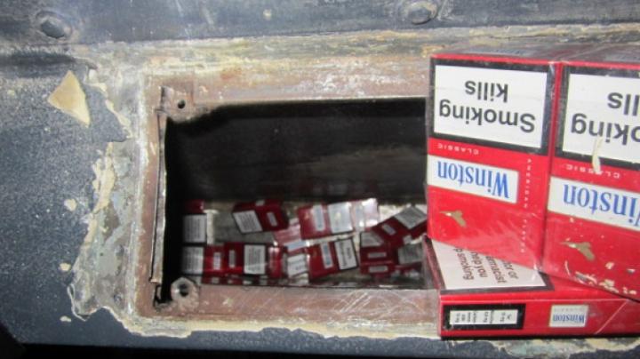 На таможенном пункте Леушены кинологи предотвратили две попытки контрабанды сигарет