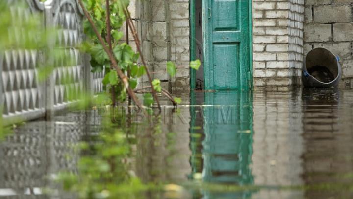 В нескольких населенных пунктах размыло дороги и затопило подвалы домов