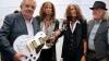 Aerosmith подарили президенту Уругвая гитару