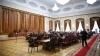 Депутаты правящей коалиции и ЛП прошли в здание Дворца республики с черного входа и приступили к заседанию