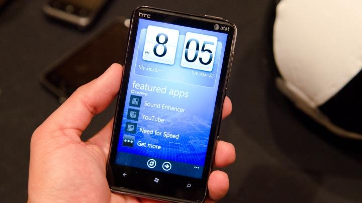 Смартфон HTC спас жизнь человеку