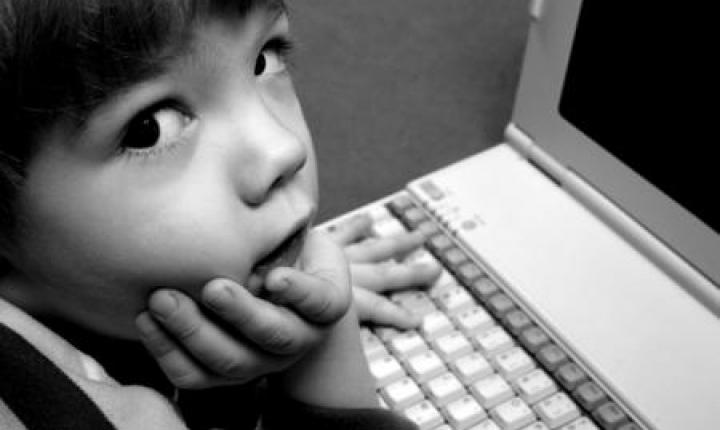 Американские педиатры призывают родителей оградить детей от Интернета