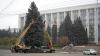 Муниципальные власти готовятся украсить столицу к зимним праздникам