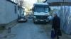 По улице Армянской водители грузовиков паркуются прямо на проезжей части