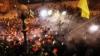Внутренние войска штурмуют баррикады митингующих на Майдане (ФОТО/ВИДЕО)