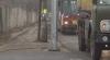 Опора камеры видеонаблюдения по улице Гренобля установлена прямо на проезжей части