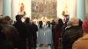 Католическое Рождество в столице: люди молятся и дарят друг другу подарки
