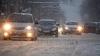 Из-за выпавшего снега на некоторых столичных улицах образовались заторы