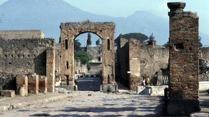 В археологическом комплексе Помпеи обвалилась стена