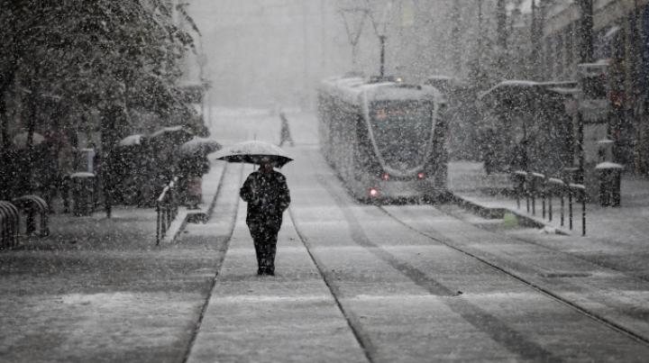 За сутки в Иерусалиме выпало полметра снега, автомобильное движение парализовано