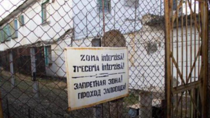 За забор сорокской тюрьмы №6 выбросили пакет с запрещенными предметами