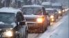 Валивший всю ночь снег доставил забот водителям и дорожникам