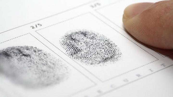 РФ планирует снимать отпечатки пальцев иностранцев при оформлении виз