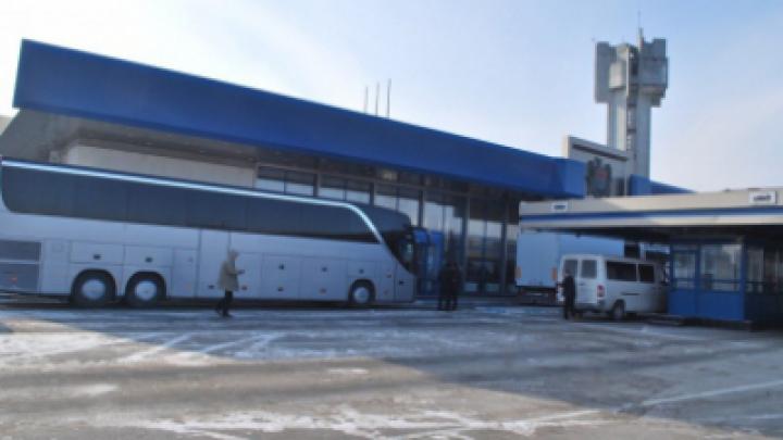 Водитель автобуса пытался незаконно ввезти в страну 16 коробок с кофе