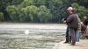 Рыбаки собрались накануне на берегах водоемов (ВИДЕО)
