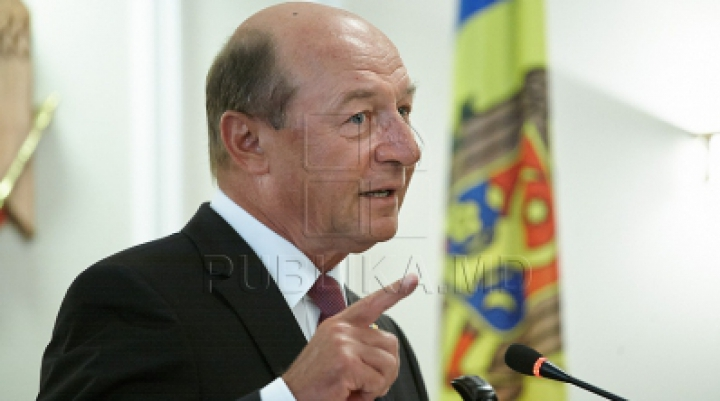 Бэсеску: Санду должна объединиться с Филипом и создать новое правительство