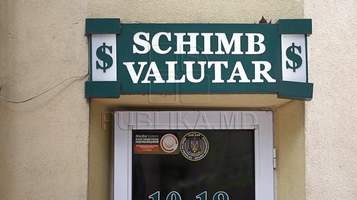 НБМ: в феврале физические лица продали через обменные кассы 133 млн долларов