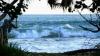 Мужчину в США смыло в океан во время обряда крещения