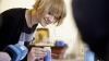 (ФОТОРЕПОРТАЖ) Жительница Кишинева 18 лет занимается изготовлением витражей, превратив хобби в бизнес