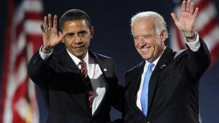 Селфи на высоком уровне! Джо Байден сфотографировал себя с Бараком Обамой