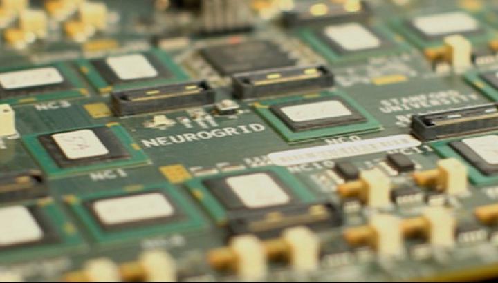 Американские ученые создали плату с чипами, имитирующими работу одного млн нейронов