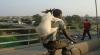 Велосипедист, посадивший козла себе на спину, стал звездой YouTube