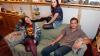 Американские студенты обнаружили в старом диване 40 тыс. долларов