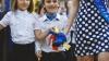 Нарядно одетые с букетами в руках и явным волнением дети прощались со школой (ФОТОГАЛЕРЕЯ)